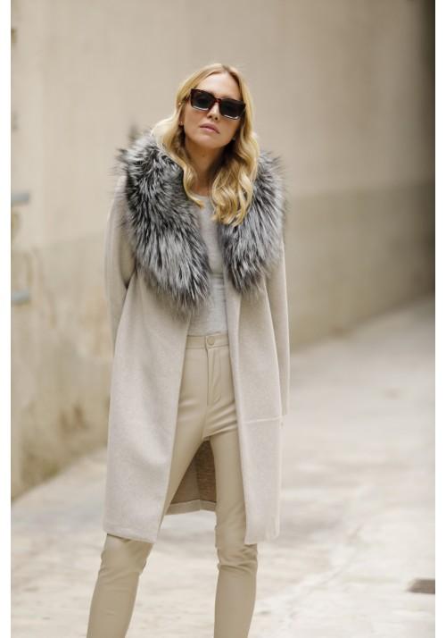 Fur collar of argente fox Sharon
